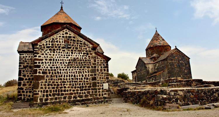 armenia_750х400_sevan11