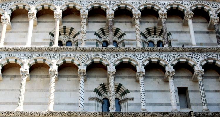 Фасад Кафедрального собора Святого Мартина в Лукке