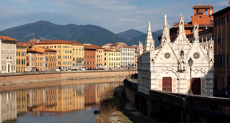 Река Арно в городе Пиза