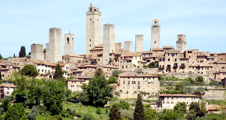 Живописные средневековые небоскребы Сан-Джиминьяно